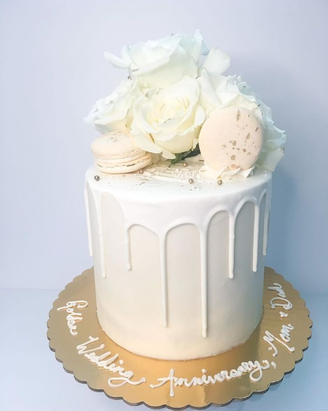 A Sugary Cloud Custom Cakes and Cupcakes. Your order can be picked up or delivered throughout Connecticut!